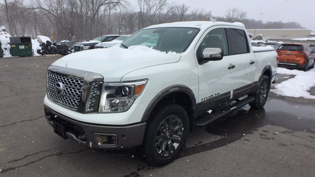 2018 Titan Crew Cab, Pickup #6180009 - photo 9