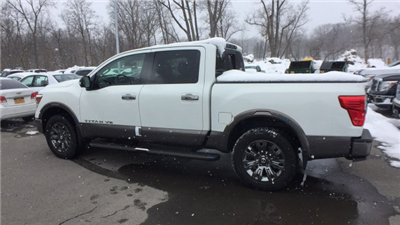 2018 Titan Crew Cab, Pickup #6180009 - photo 2