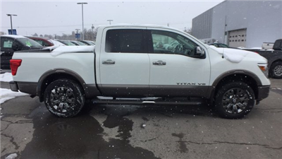 2018 Titan Crew Cab, Pickup #6180009 - photo 6