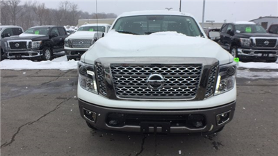 2018 Titan Crew Cab, Pickup #6180009 - photo 8