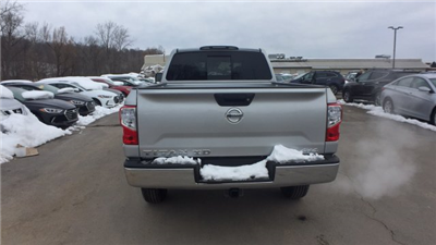 2018 Titan Crew Cab, Pickup #6180012 - photo 6