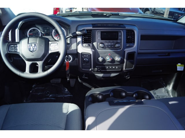 2018 Ram 3500 Crew Cab DRW 4x4 Pickup #D18309 - photo 3