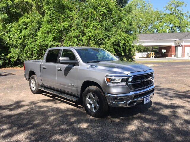 2019 Ram 1500 Crew Cab 4x4, Pickup #104423 - photo 4