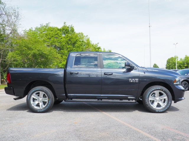 2018 Ram 1500 Crew Cab 4x4,  Pickup #78577 - photo 4