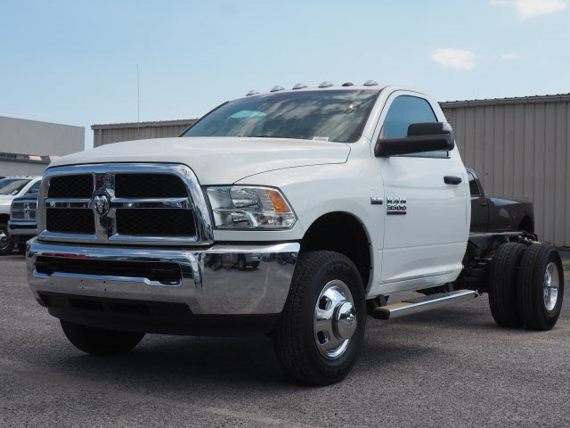 2018 Ram 3500 Regular Cab DRW 4x2,  Cab Chassis #78723 - photo 3