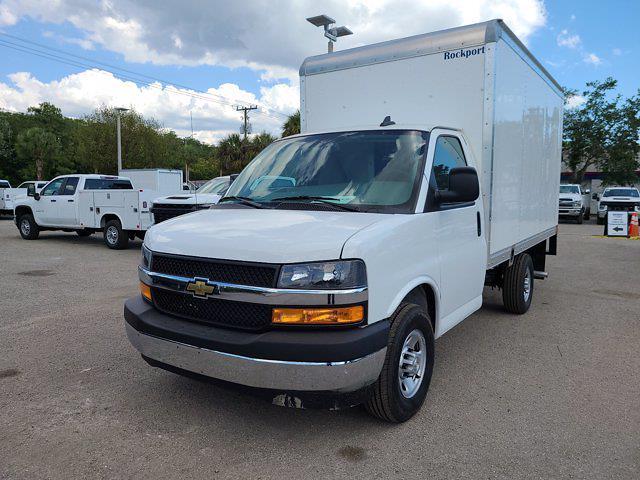 2021 Chevrolet Express 3500 4x2, Rockport Cutaway Van #CM24737 - photo 4
