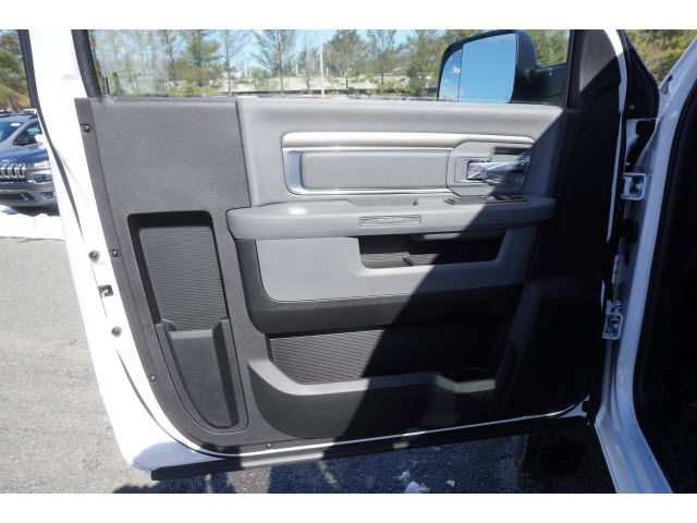 2017 Ram 5500 Regular Cab DRW 4x4 Cab Chassis #M170534 - photo 7