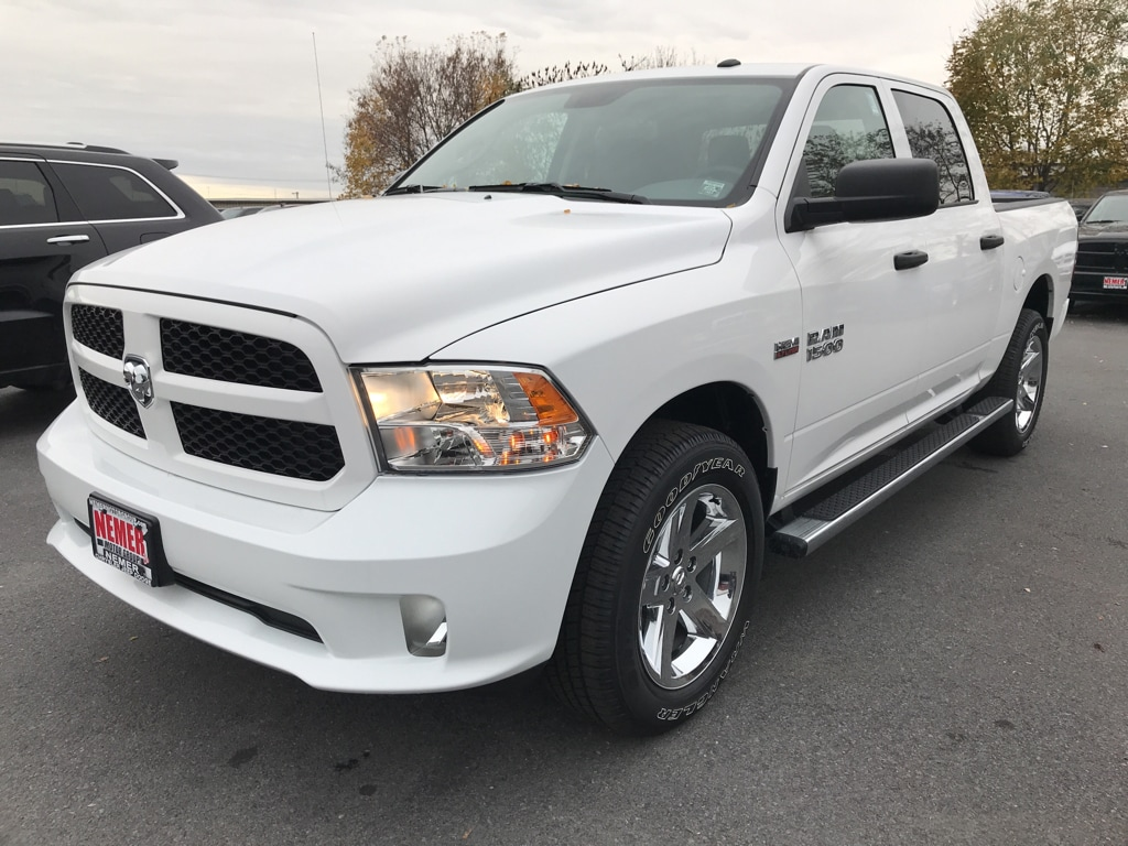 2018 Ram 1500 Crew Cab 4x4 Pickup #18069 - photo 3
