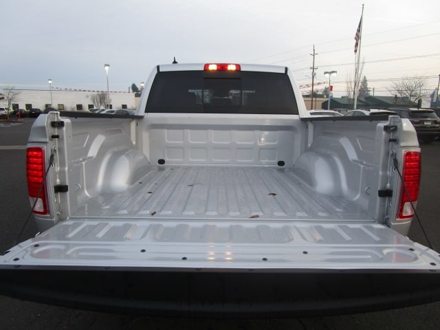 2017 Ram 1500 Crew Cab 4x4, Pickup #077679 - photo 12