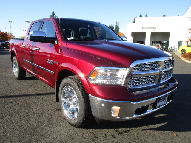 2018 Ram 1500 Crew Cab 4x4 Pickup #087024 - photo 2
