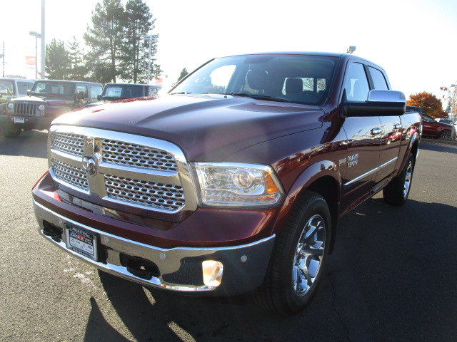 2018 Ram 1500 Crew Cab 4x4 Pickup #087024 - photo 4