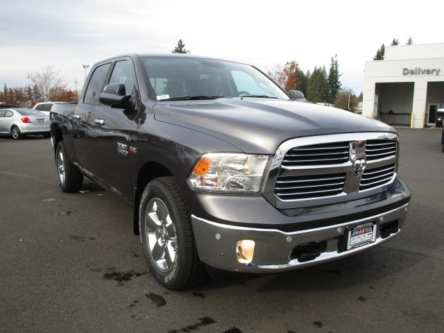 2018 Ram 1500 Crew Cab 4x4 Pickup #087045 - photo 3