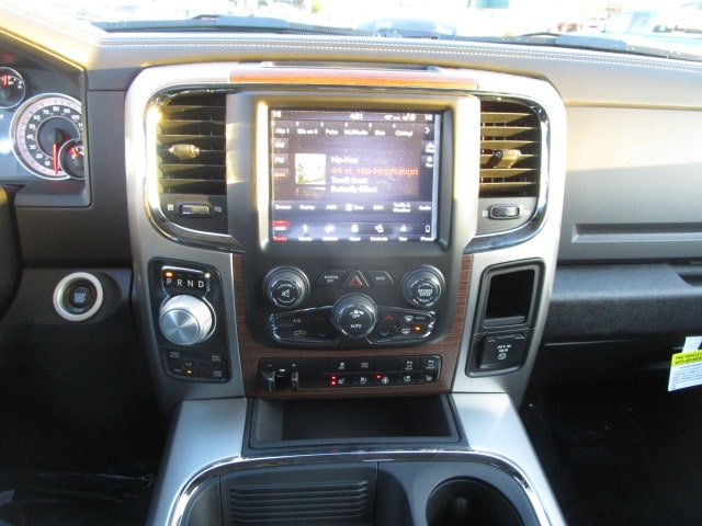 2018 Ram 1500 Crew Cab 4x4, Pickup #087088 - photo 25