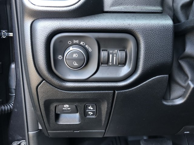 2019 Ram 1500 Crew Cab 4x4, Pickup #097379 - photo 27