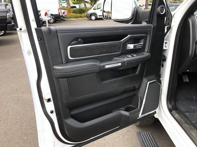 2019 Ram 3500 Crew Cab DRW 4x4, Pickup #097413 - photo 30