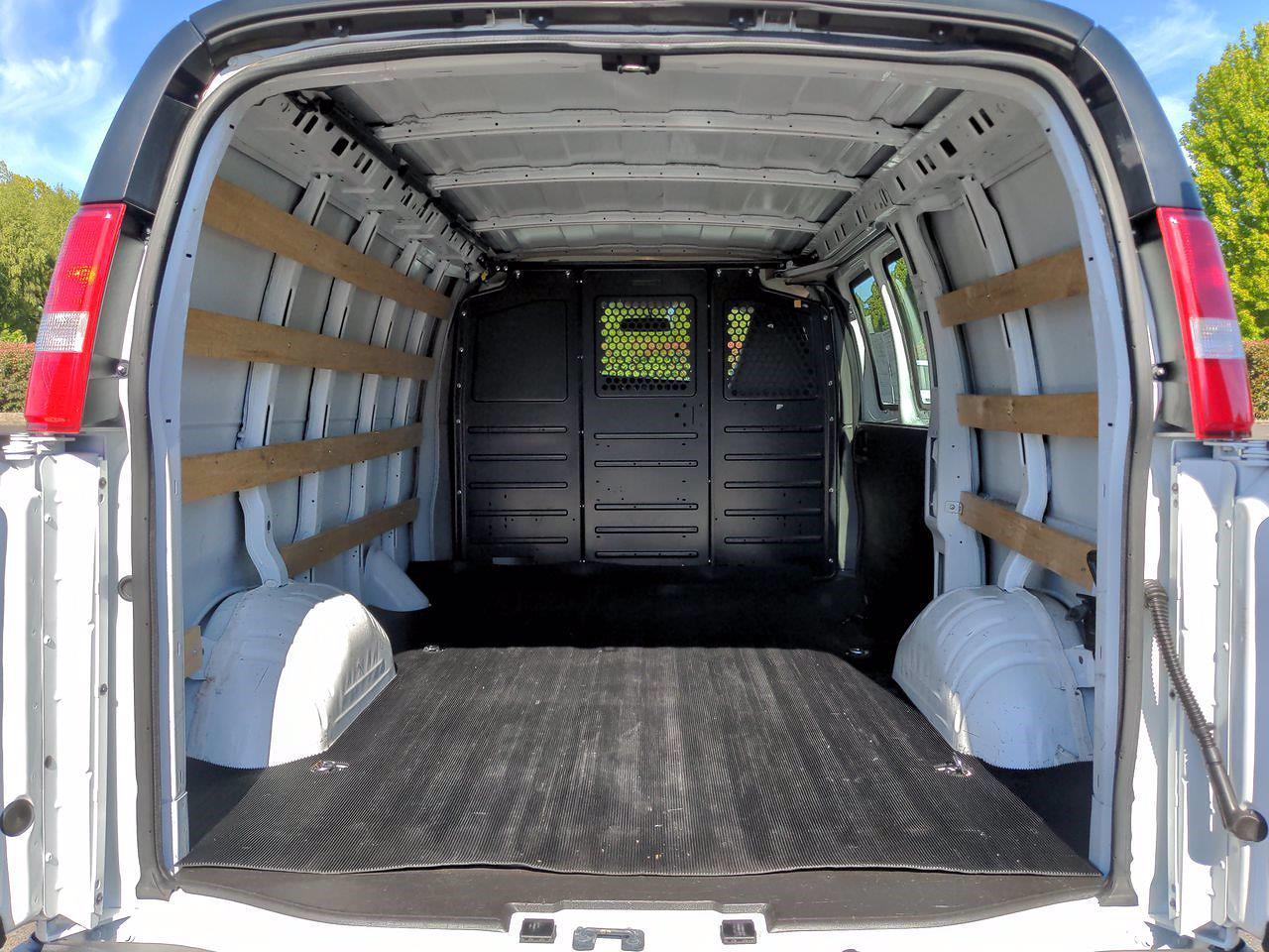2018 GMC Savana 2500 4x2, Empty Cargo Van #D7293 - photo 1