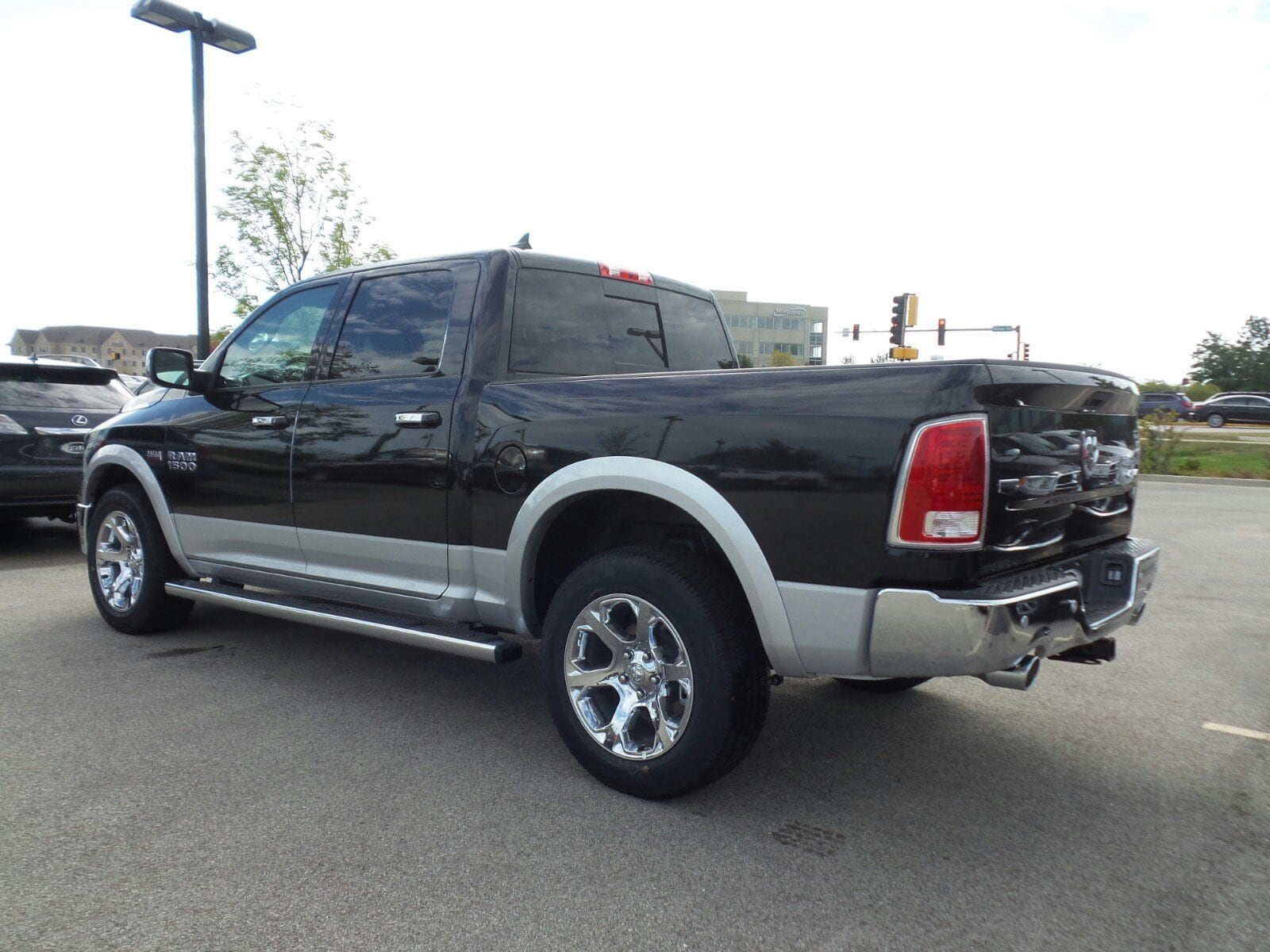 2018 Ram 1500 Crew Cab 4x4, Pickup #D31167 - photo 2