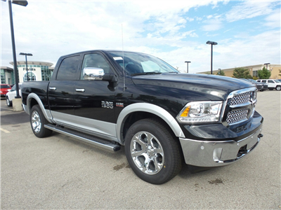 2018 Ram 1500 Crew Cab 4x4, Pickup #D31167 - photo 3