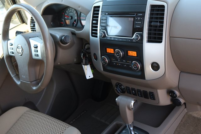 2017 Nissan Frontier King Cab 4x4, Pickup #FL2374A - photo 10
