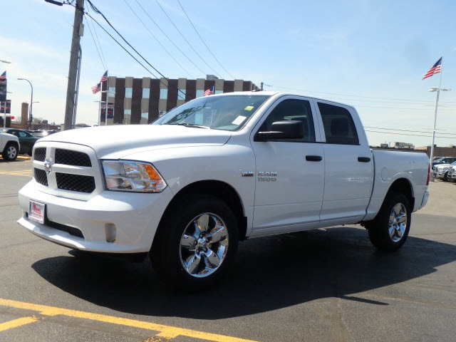 2018 Ram 1500 Crew Cab 4x4, Pickup #2091R-8 - photo 3