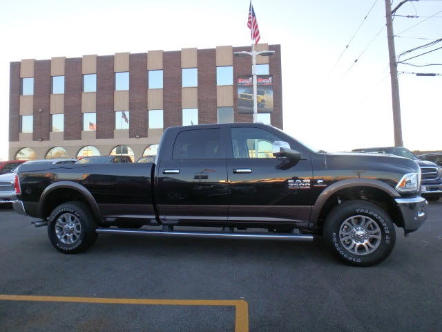 2017 Ram 3500 Crew Cab 4x4 Pickup #66029R-7 - photo 9