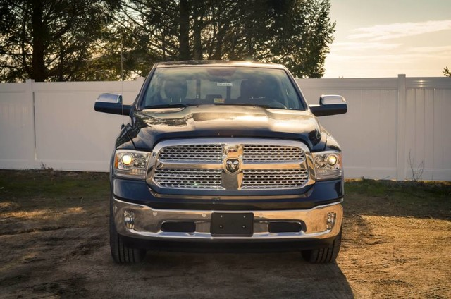2017 Ram 1500 Crew Cab 4x4, Pickup #DXJ0236 - photo 3