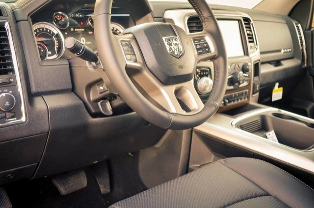 2017 Ram 1500 Crew Cab 4x4, Pickup #DXJ0236 - photo 14