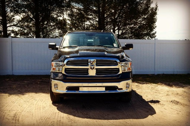 2017 Ram 1500 Crew Cab 4x4, Pickup #J7365 - photo 3