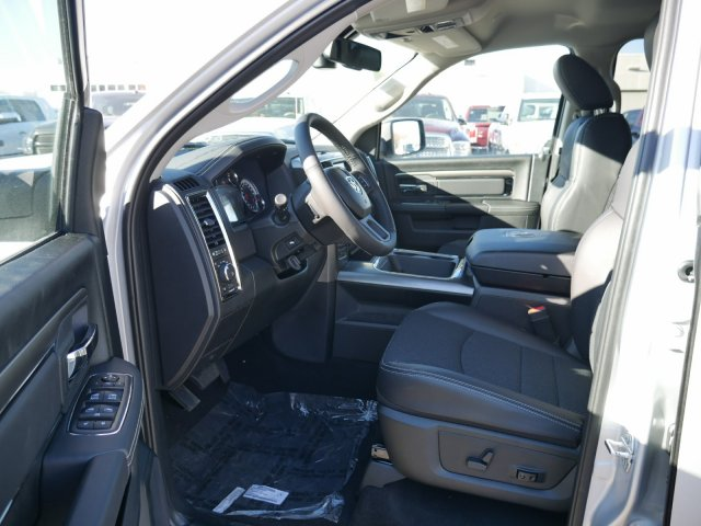 2018 Ram 1500 Crew Cab 4x4 Pickup #N28062 - photo 4
