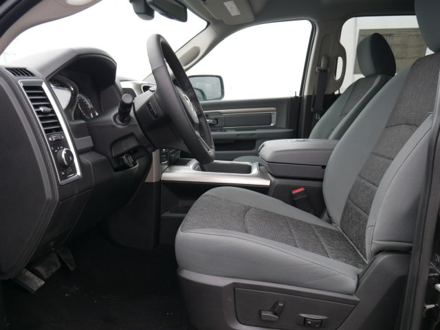2018 Ram 1500 Crew Cab 4x4, Pickup #N28465 - photo 3