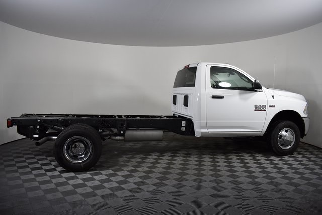 2018 Ram 3500 Regular Cab DRW 4x4,  Cab Chassis #M181276 - photo 6