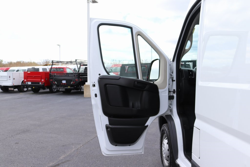 2018 ProMaster 3500 High Roof FWD,  Empty Cargo Van #M181318 - photo 24
