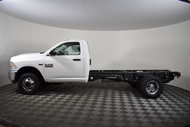 2018 Ram 3500 Regular Cab DRW 4x4,  Cab Chassis #M181346 - photo 3