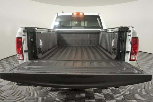 2018 Ram 1500 Crew Cab 4x4, Pickup #M18500 - photo 17