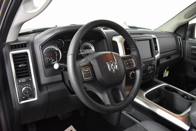 2019 Ram 1500 Crew Cab 4x4, Pickup #M191550 - photo 11