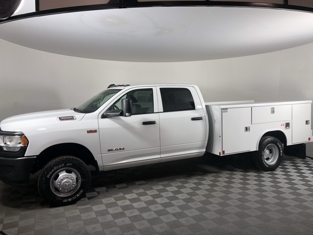 2019 Ram 3500 Crew Cab DRW 4x4, Reading Classic II Steel Service Body #M191572 - photo 3