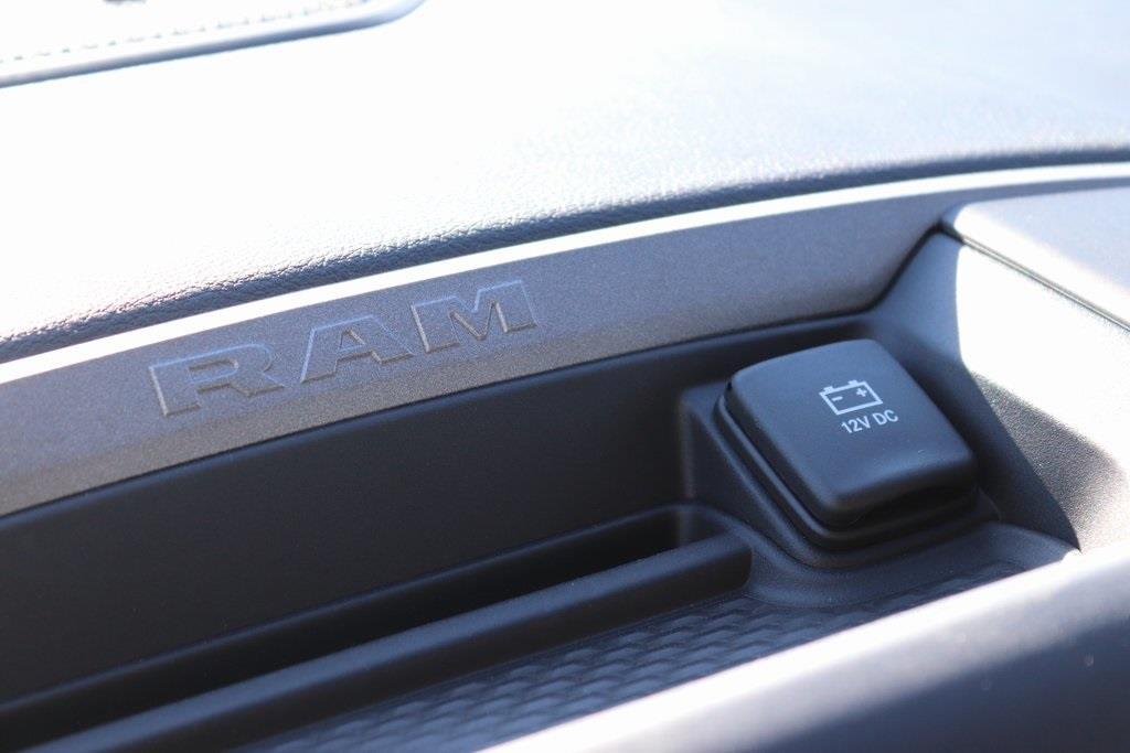 2020 Ram 5500 Crew Cab DRW 4x4, Cab Chassis #M201201 - photo 18