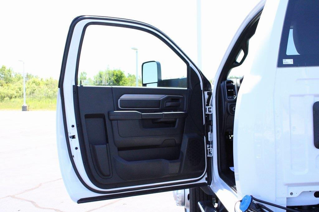 2021 Ram 5500 Regular Cab DRW 4x4, Knapheide Value-Master X Platform Body #M210850 - photo 24