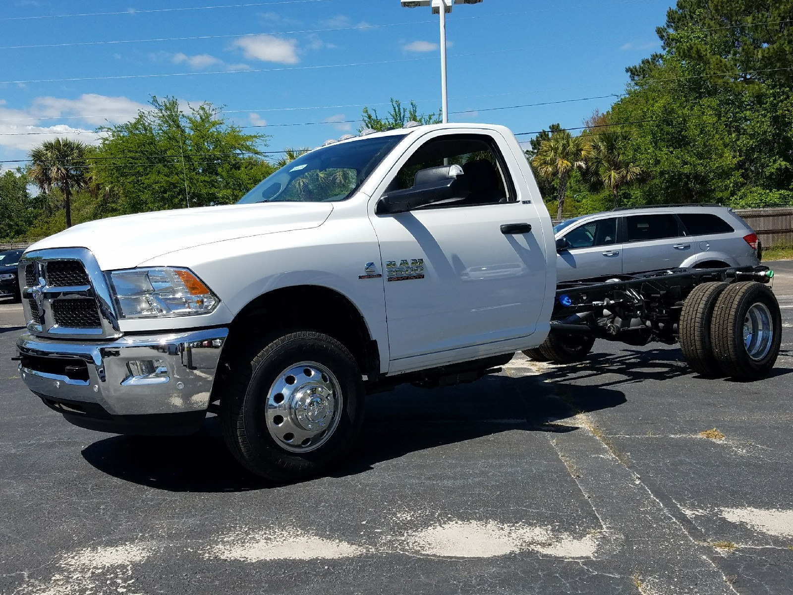 2017 Ram 3500 Regular Cab DRW, Cab Chassis #R666942 - photo 3