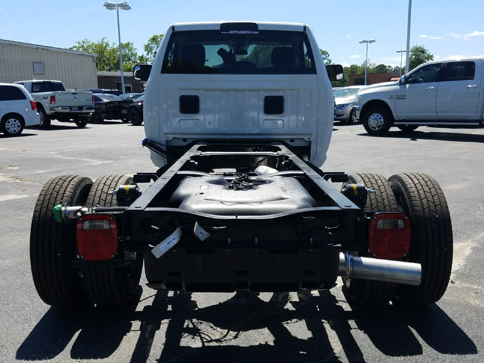 2017 Ram 3500 Regular Cab DRW, Cab Chassis #R666942 - photo 7
