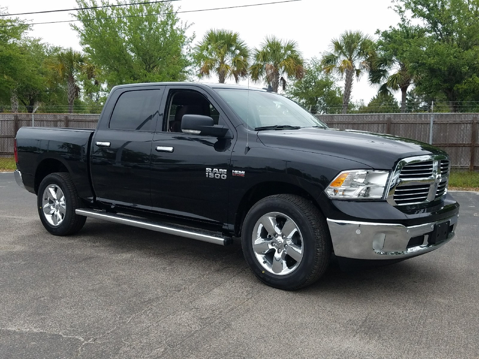 2017 Ram 1500 Crew Cab 4x4 Pickup #R696404 - photo 1