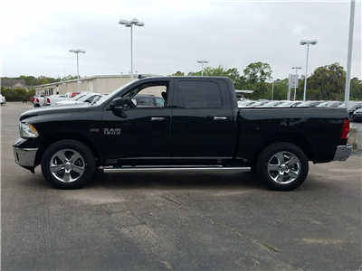 2017 Ram 1500 Crew Cab 4x4 Pickup #R696404 - photo 4