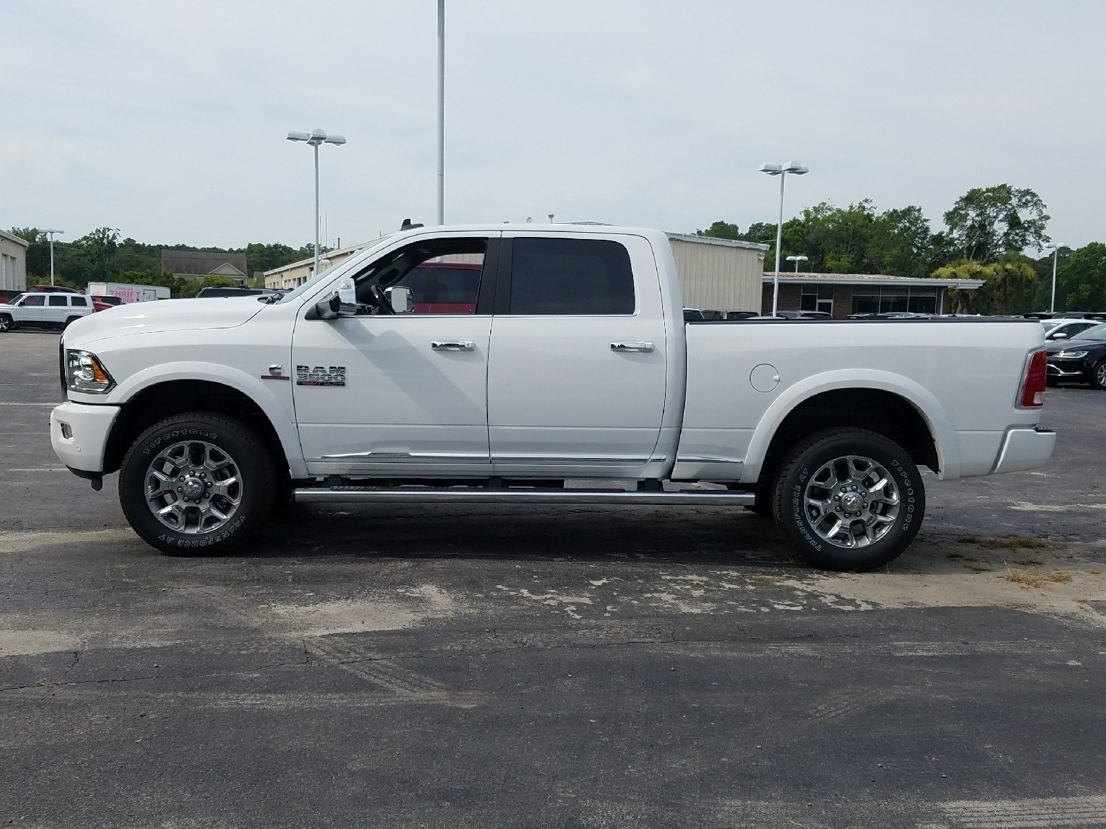 2017 Ram 3500 Crew Cab 4x4 Pickup #R723870 - photo 4