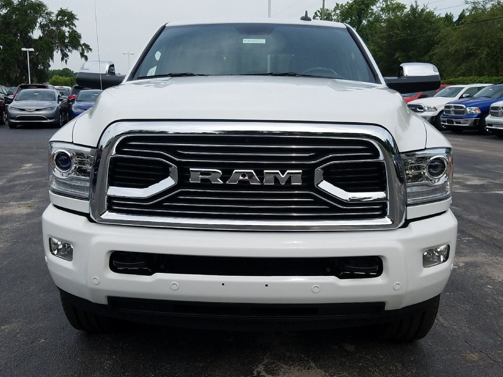 2017 Ram 3500 Crew Cab 4x4 Pickup #R723870 - photo 9