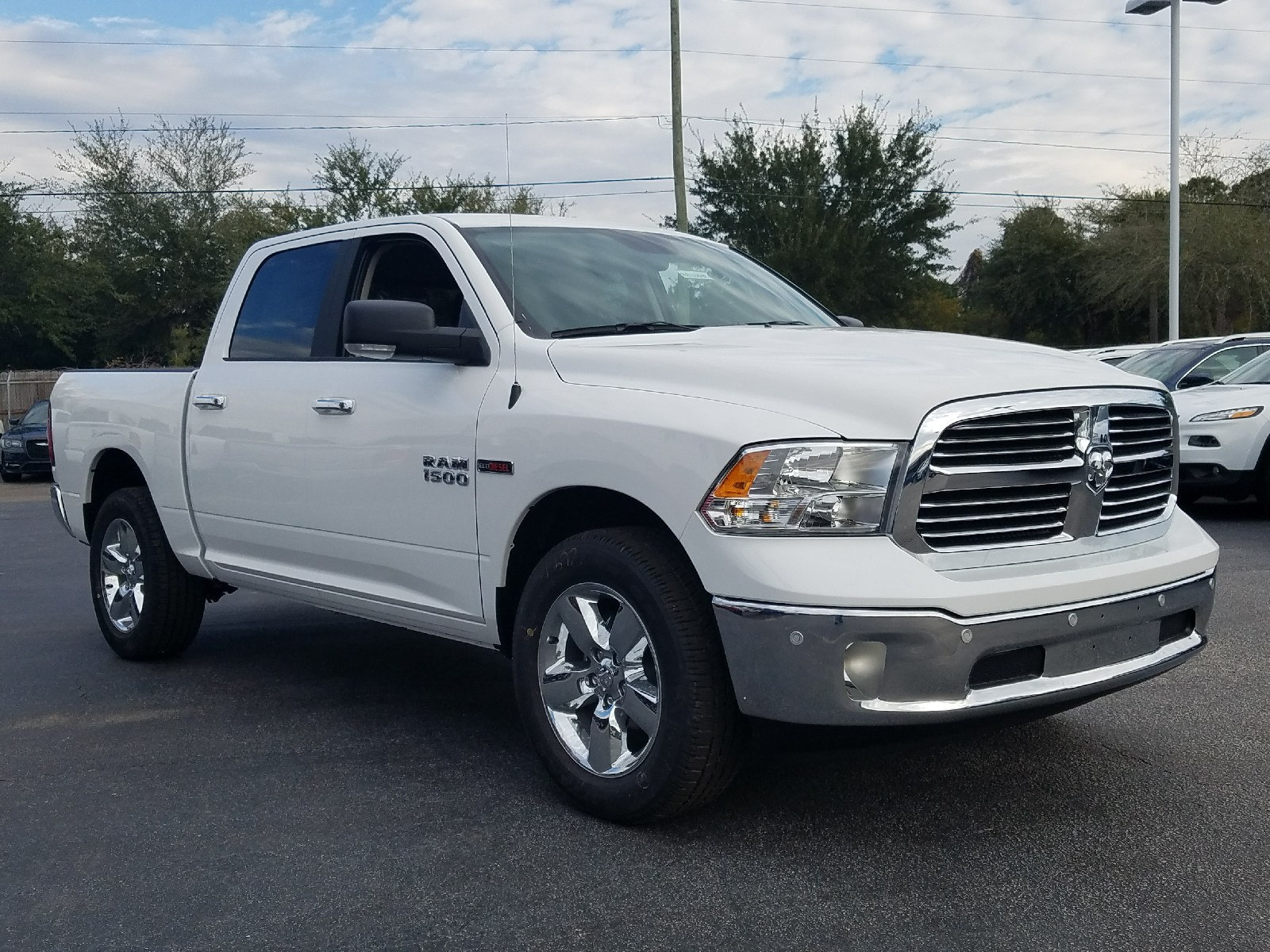 2017 Ram 1500 Crew Cab 4x4, Pickup #R878308 - photo 3