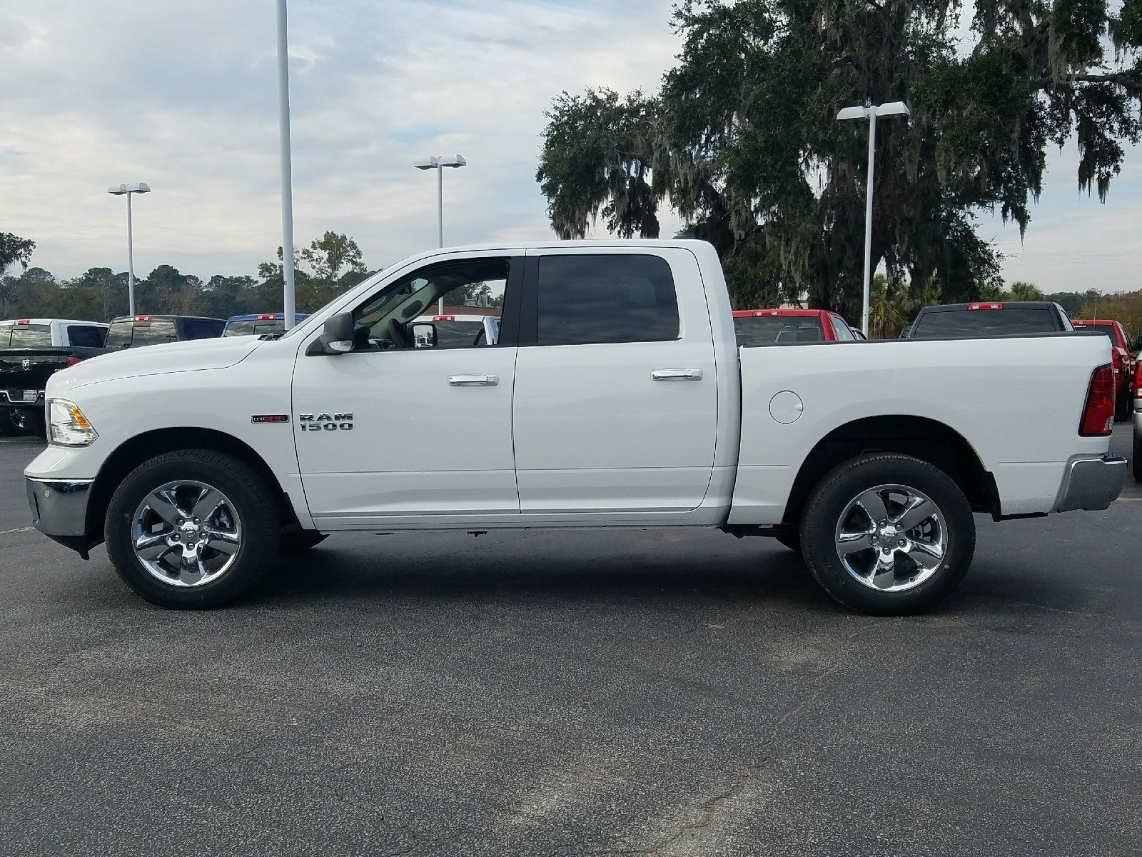 2017 Ram 1500 Crew Cab 4x4, Pickup #R878308 - photo 4