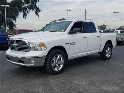 2017 Ram 1500 Crew Cab 4x4, Pickup #R878308 - photo 1