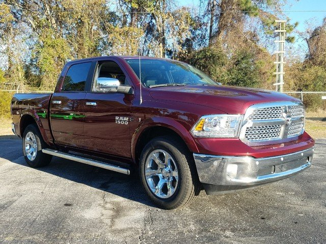2017 Ram 1500 Crew Cab 4x4, Pickup #R880698 - photo 3