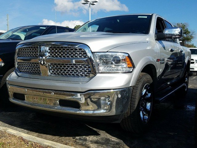 2017 Ram 1500 Crew Cab 4x4, Pickup #R882077 - photo 1