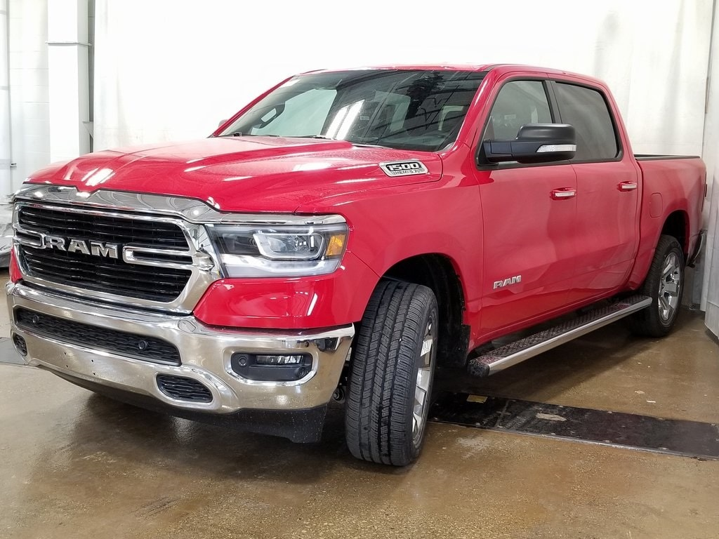 2019 Ram 1500 Crew Cab 4x4, Pickup #619125 - photo 4
